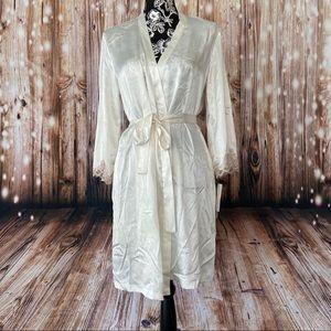 Oscar de la Renta Pink label silky robe